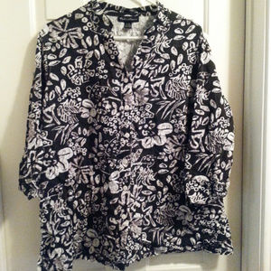 Black and white floral button down top 2x